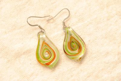Ohrhänger im Murano-Stil - grün - Anhänger Tropfen Form