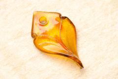 Anhänger im Murano Stil - gelb - Blattform