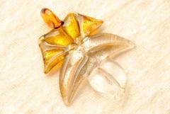 Glasschmuck aus Murano Glas - silber bernstein - Ahornblatt