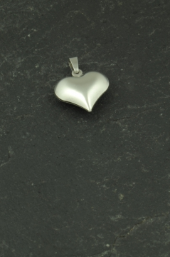 Mini Herz Anhänger aus Edelstahl, Schmuckstück für Halsketten