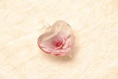 Schmuck aus Muranoglas Herz Anhänger mit  rosa Rose