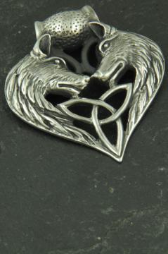 Wikinger Amulet in Herzform mit zwei Wolfsköpfen und Valknut